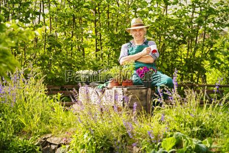 garden gardener plants straw hat sitting