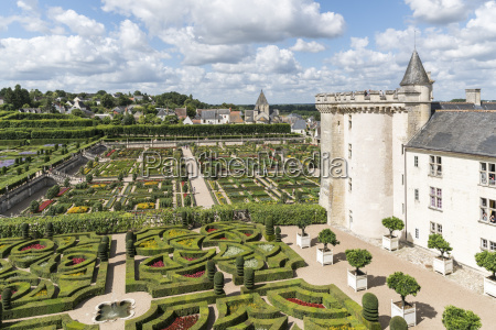the gardens of villandry castle from
